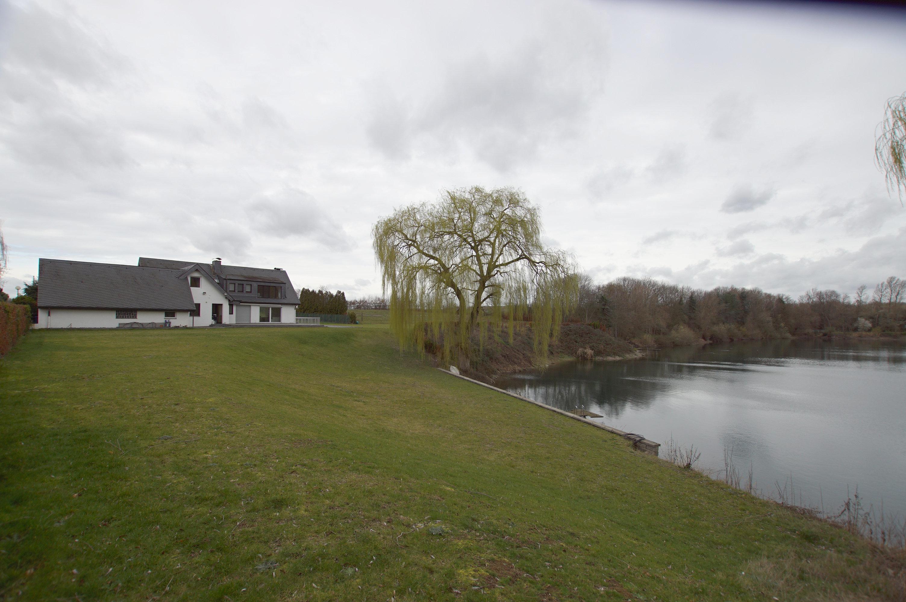 Ein Haus mit See Sehr große Villa mit eigenem See und